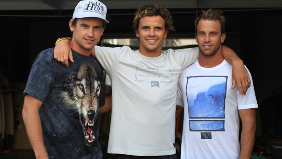 Bart (on Julian's right) is a wonderful growling wolf and the maddest hui a brother could ever have!